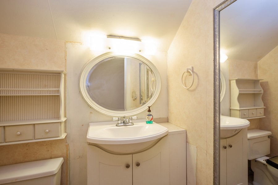 Real Estate Photography - 178 East Potter St, Wood Dale, IL, 60191 - 2nd Bathroom