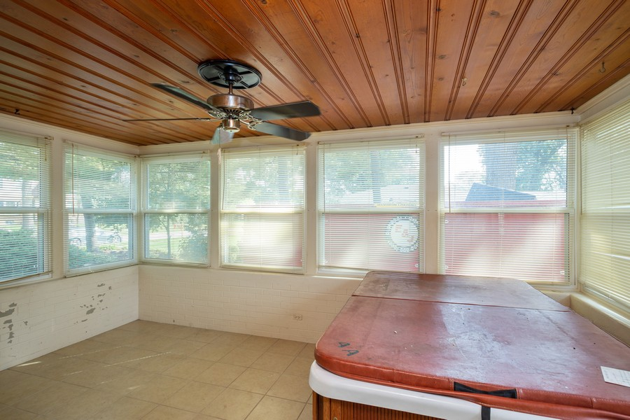 Real Estate Photography - 178 East Potter St, Wood Dale, IL, 60191 - Sun Room