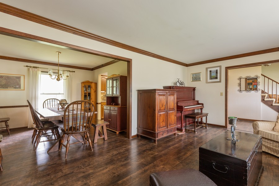 Real Estate Photography - 1347 Trinity Pl, Libertyville, IL, 60048 - Living Room