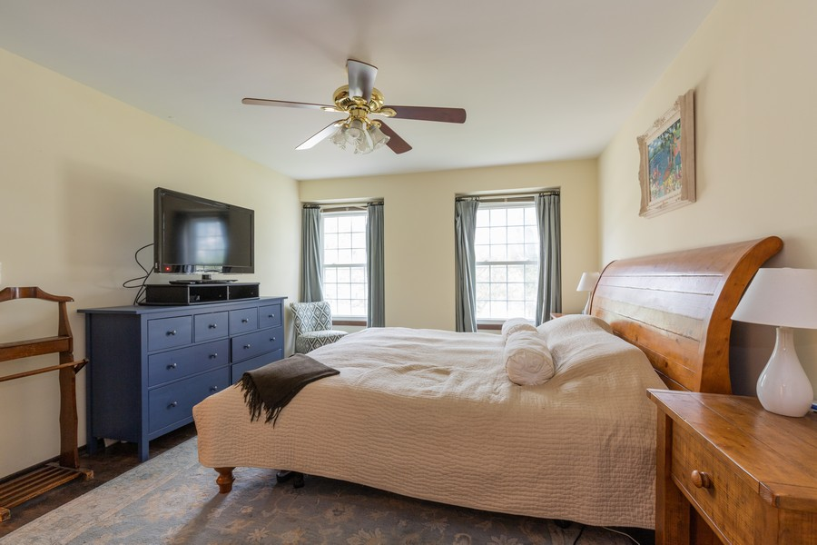 Real Estate Photography - 1347 Trinity Pl, Libertyville, IL, 60048 - Master Bedroom
