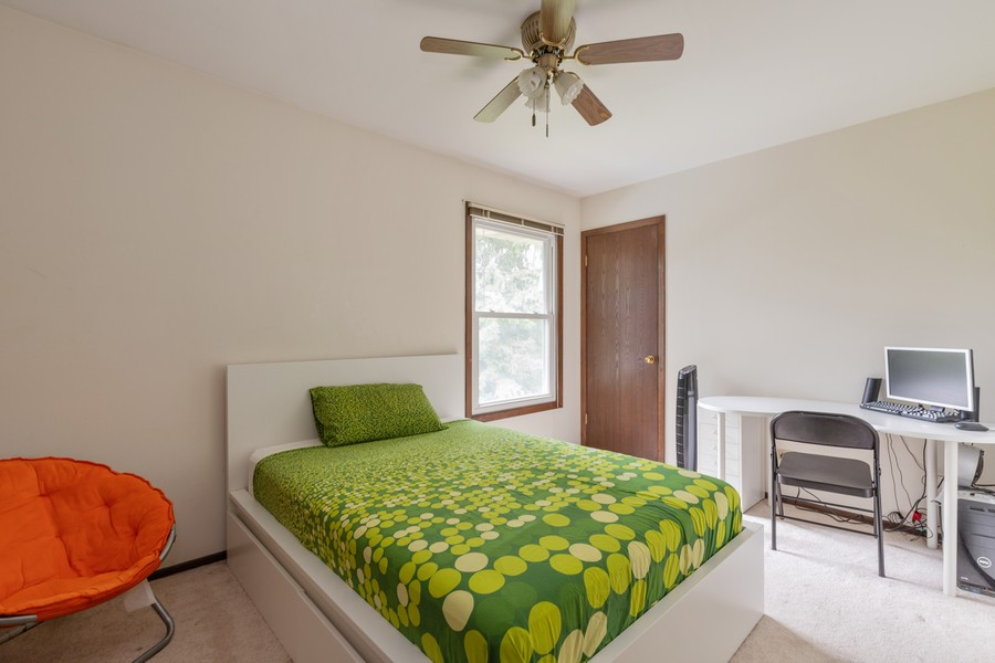 Real Estate Photography - 1347 Trinity Pl, Libertyville, IL, 60048 - 2nd Bedroom