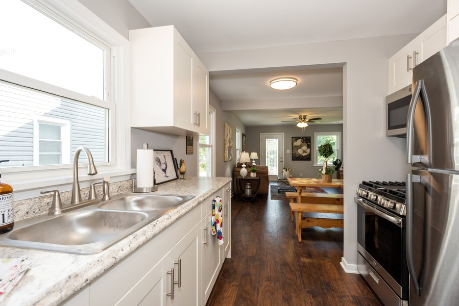 Real Estate Photography - 1233 Indian Ave, Aurora, IL, 60505 - Kitchen