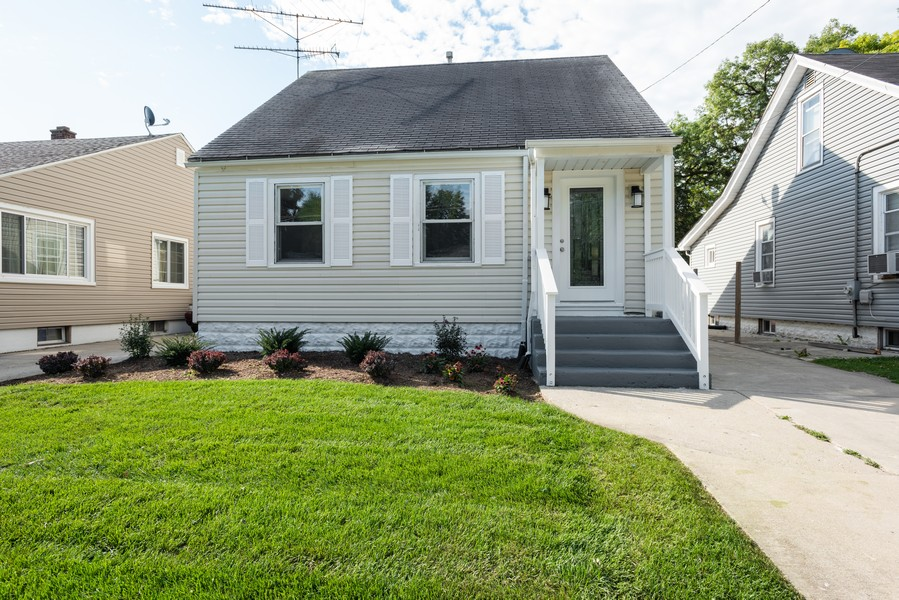 Real Estate Photography - 1233 Indian Ave, Aurora, IL, 60505 - Front View