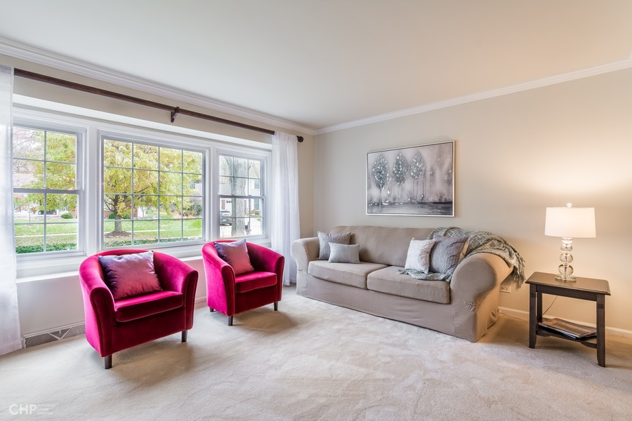 Real Estate Photography - 1605 Mirror Lake Dr, Naperville, IL, 60563 -