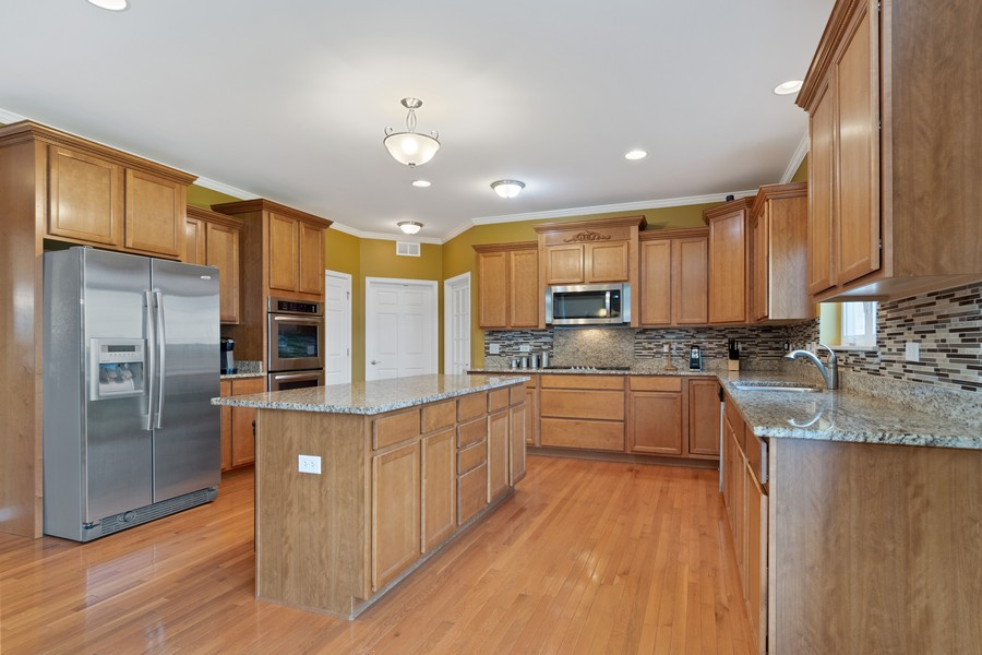 Real Estate Photography - 1276 Twilight Way, Bolingbrook, IL, 60490 - Kitchen