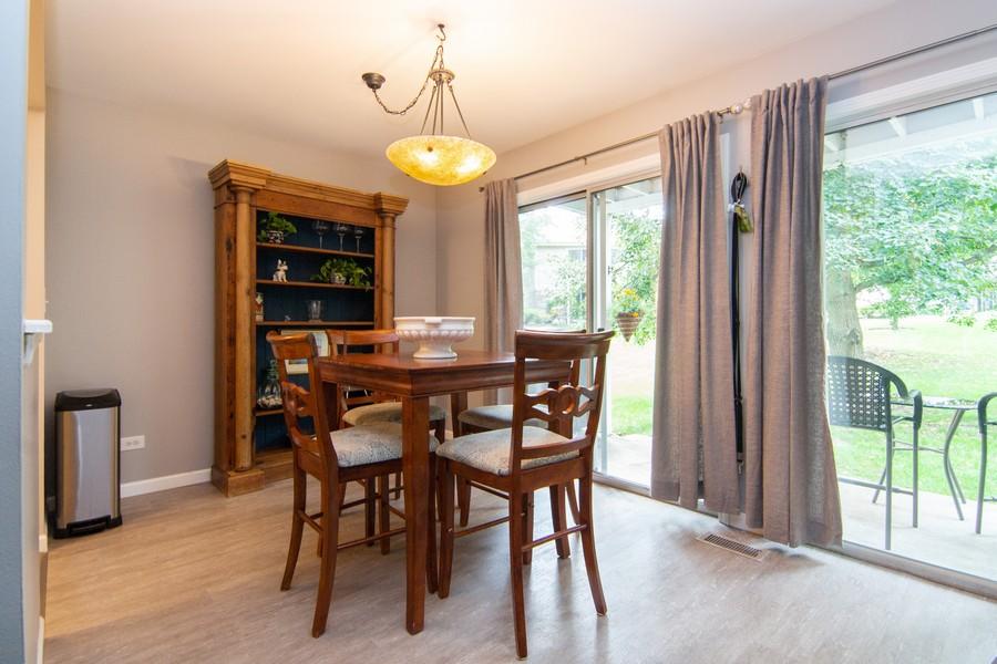 Real Estate Photography - 1181 Auburn Ln, 1181, Buffalo Grove, IL, 60089 - Living Room
