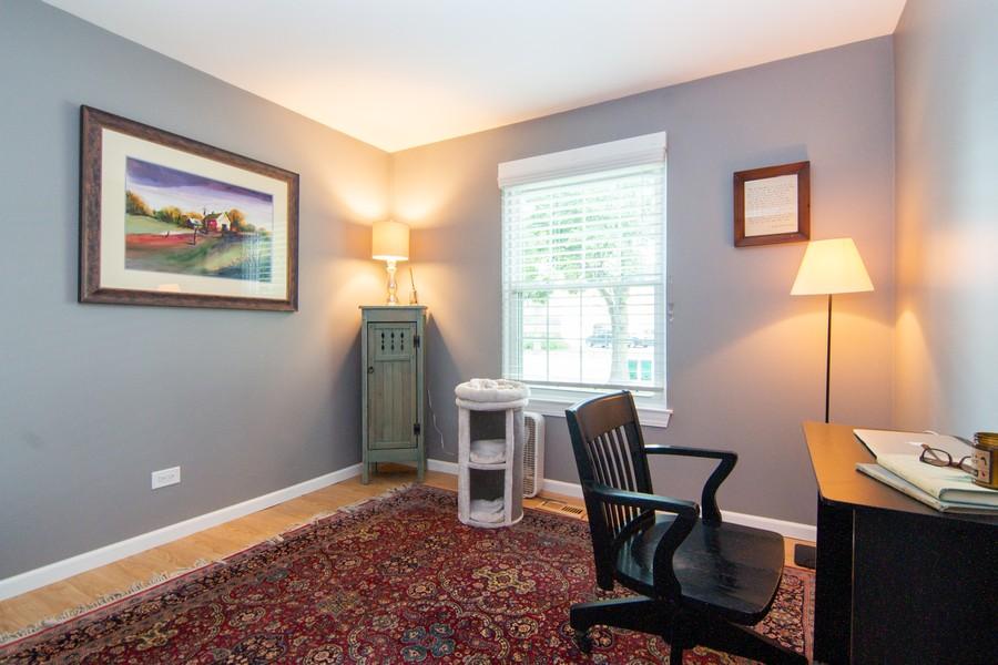Real Estate Photography - 1181 Auburn Ln, 1181, Buffalo Grove, IL, 60089 - Bedroom