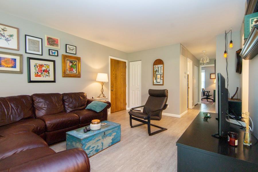 Real Estate Photography - 1181 Auburn Ln, 1181, Buffalo Grove, IL, 60089 - Family Room