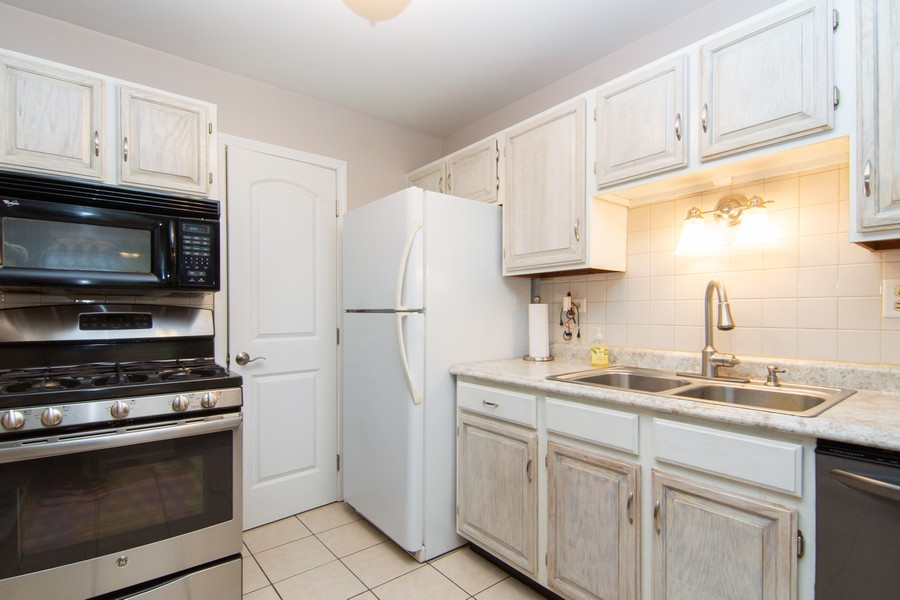 Real Estate Photography - 1181 Auburn Ln, 1181, Buffalo Grove, IL, 60089 - Dining Area