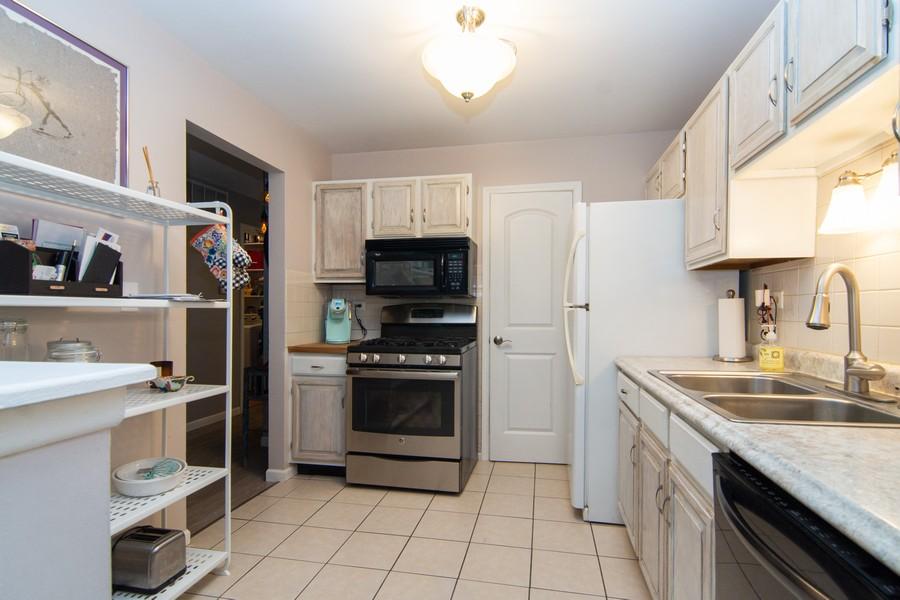 Real Estate Photography - 1181 Auburn Ln, 1181, Buffalo Grove, IL, 60089 - Kitchen
