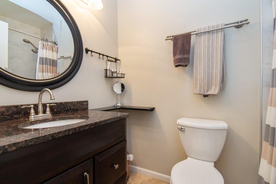 Real Estate Photography - 1181 Auburn Ln, 1181, Buffalo Grove, IL, 60089 - 2nd Bathroom