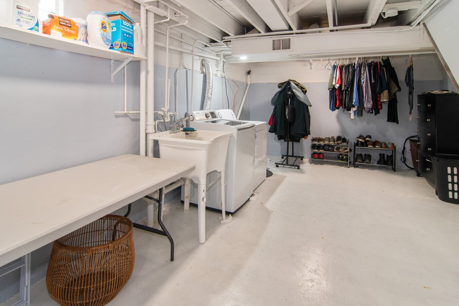 Real Estate Photography - 1434 Boeger Ave, Westchester, IL, 60154 - Laundry Room