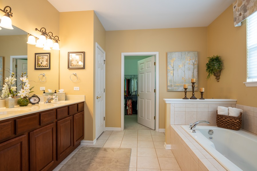 Real Estate Photography - 2781 Harnish Dr, Algonquin, IL, 60102 - Master Bathroom