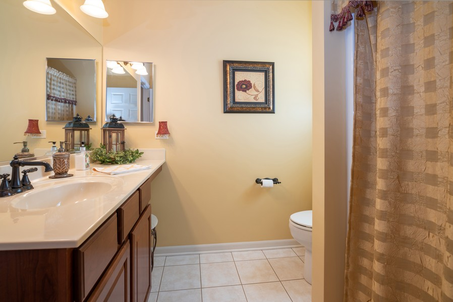 Real Estate Photography - 2781 Harnish Dr, Algonquin, IL, 60102 - 2nd Bathroom
