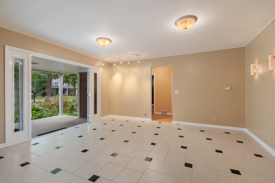 Real Estate Photography - 1228 Suffolk St, Naperville, IL, 60563 - Foyer