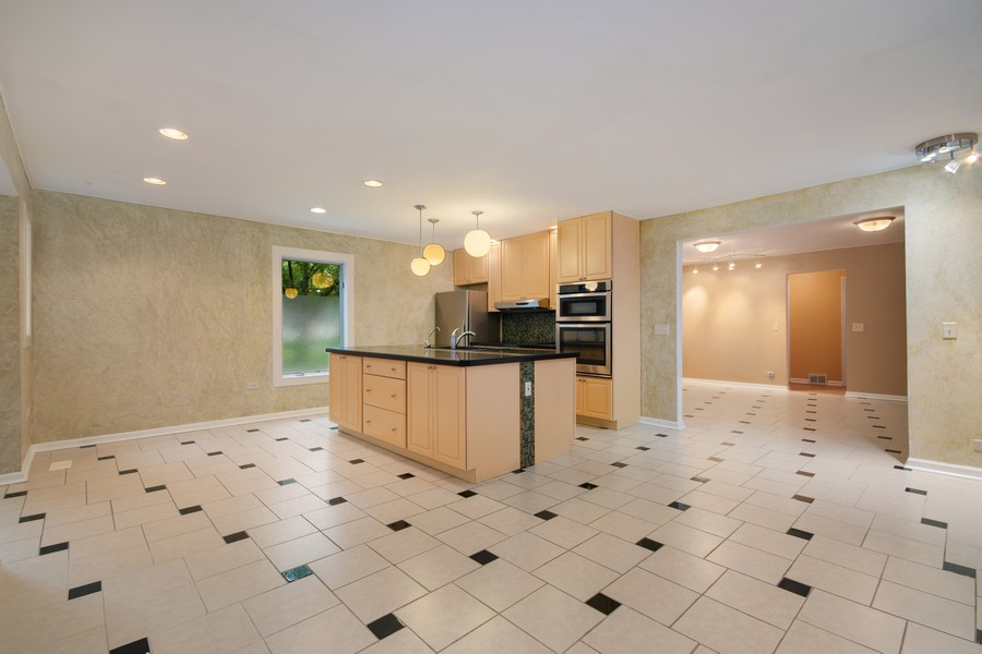 Real Estate Photography - 1228 Suffolk St, Naperville, IL, 60563 - Kitchen