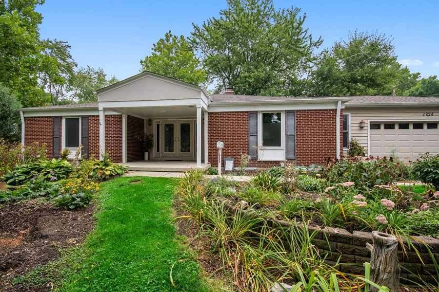 Real Estate Photography - 1228 Suffolk St, Naperville, IL, 60563 - Front View