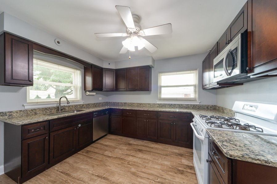 Real Estate Photography - 1650 Downing Ave, Westchester, IL, 60154 - Kitchen