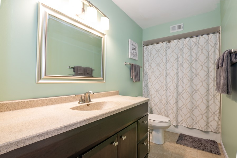 Real Estate Photography - 720 St Andrews Ln, Crystal Lake, IL, 60014 - 2nd Bathroom
