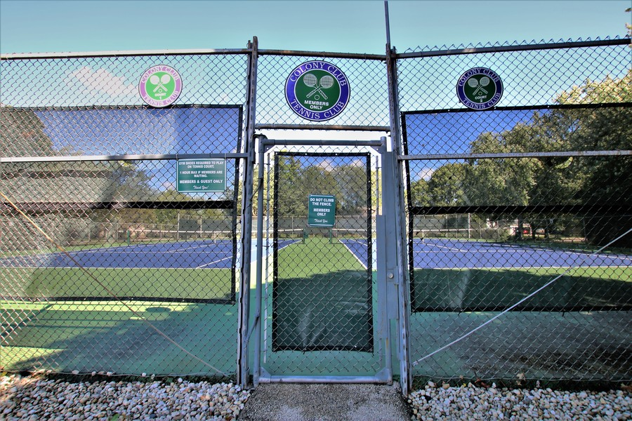 Real Estate Photography - 720 St Andrews Ln, Crystal Lake, IL, 60014 - Tennis Courts at Clubhouse!