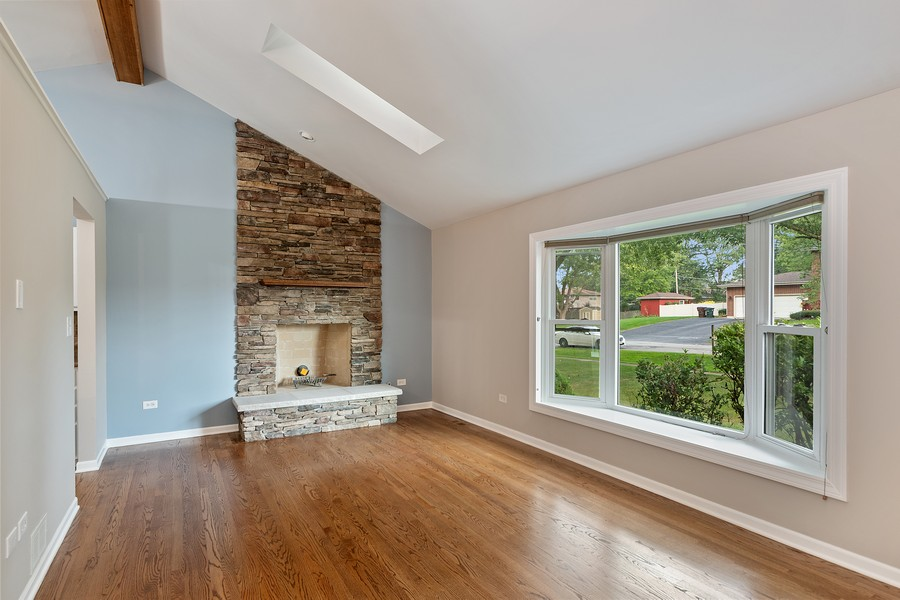 Real Estate Photography - 318 Ohio Rd, Frankfort, IL, 60423 - Living Room