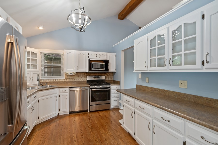 Real Estate Photography - 318 Ohio Rd, Frankfort, IL, 60423 - Kitchen
