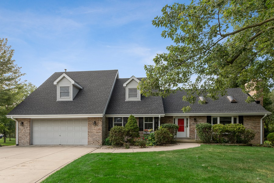 Real Estate Photography - 318 Ohio Rd, Frankfort, IL, 60423 - Front View