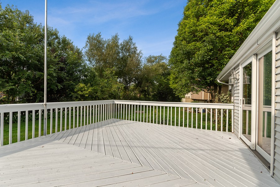 Real Estate Photography - 318 Ohio Rd, Frankfort, IL, 60423 - Deck