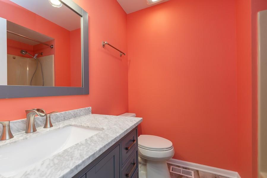 Real Estate Photography - 318 Ohio Rd, Frankfort, IL, 60423 - Bathroom
