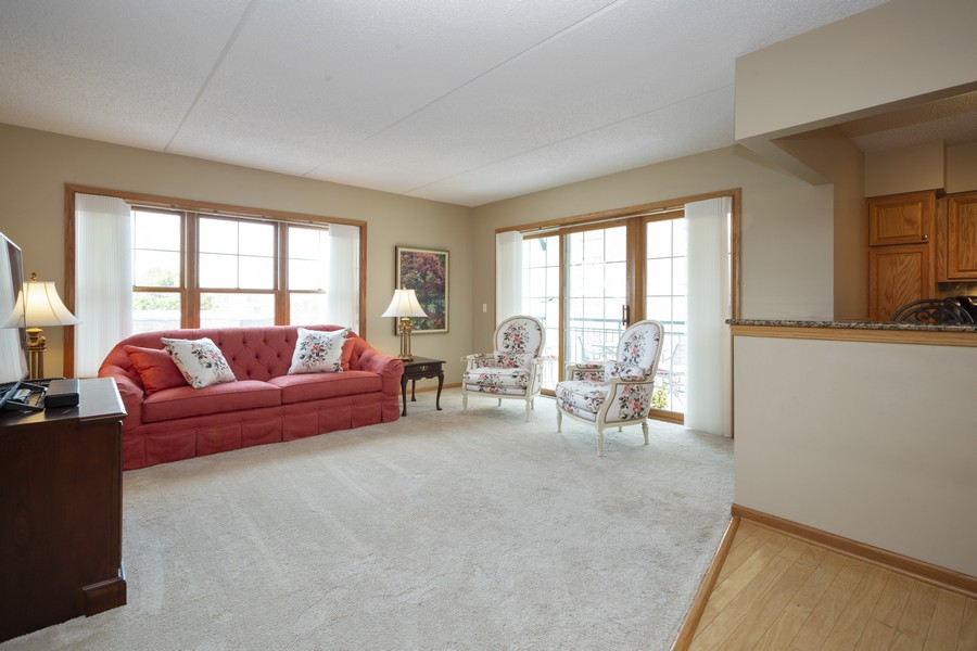 Real Estate Photography - 200 West Campbell St, 609, Arlington Heights, IL, 60005 - Living Room