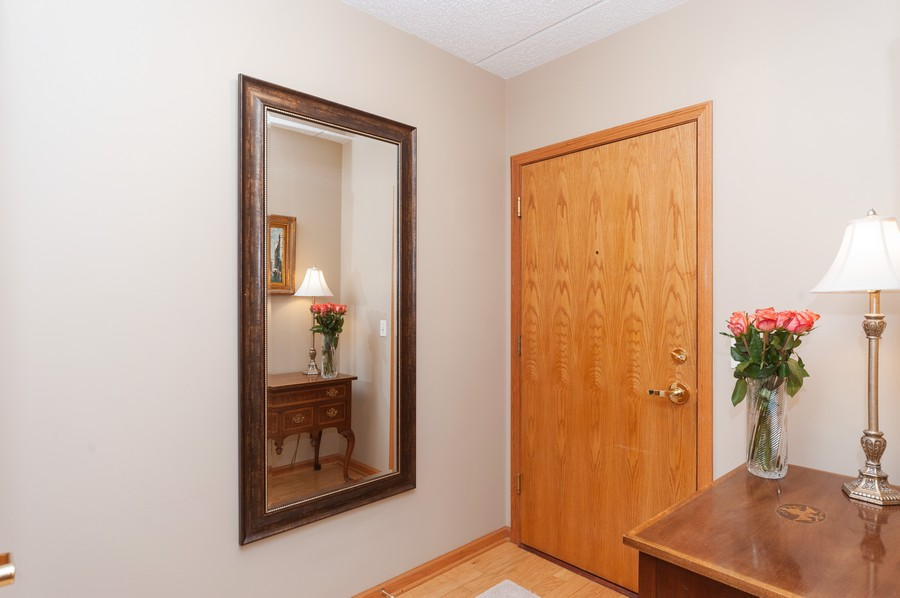 Real Estate Photography - 200 West Campbell St, 609, Arlington Heights, IL, 60005 - Foyer