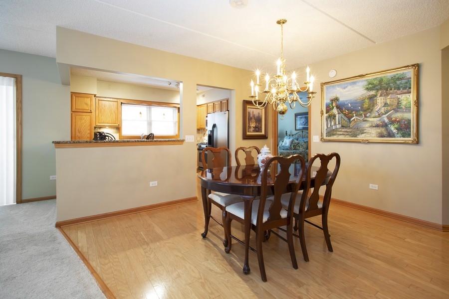 Real Estate Photography - 200 West Campbell St, 609, Arlington Heights, IL, 60005 - Dining Room