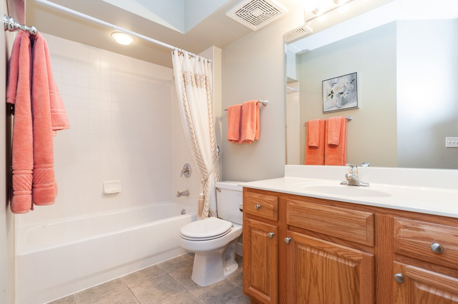Real Estate Photography - 200 West Campbell St, 609, Arlington Heights, IL, 60005 - 2nd Bathroom
