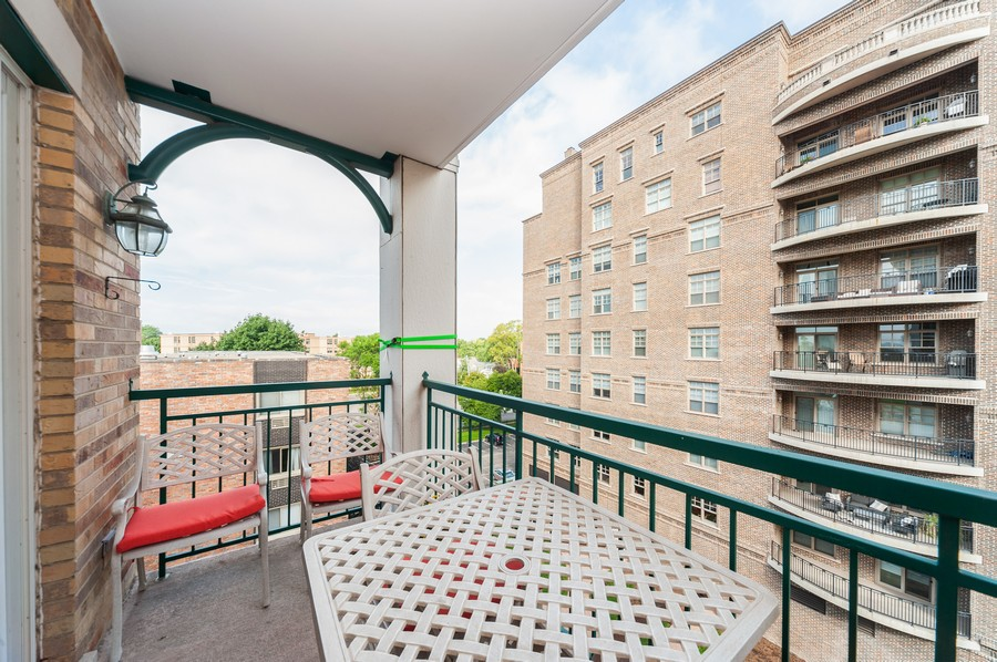 Real Estate Photography - 200 West Campbell St, 609, Arlington Heights, IL, 60005 - Balcony