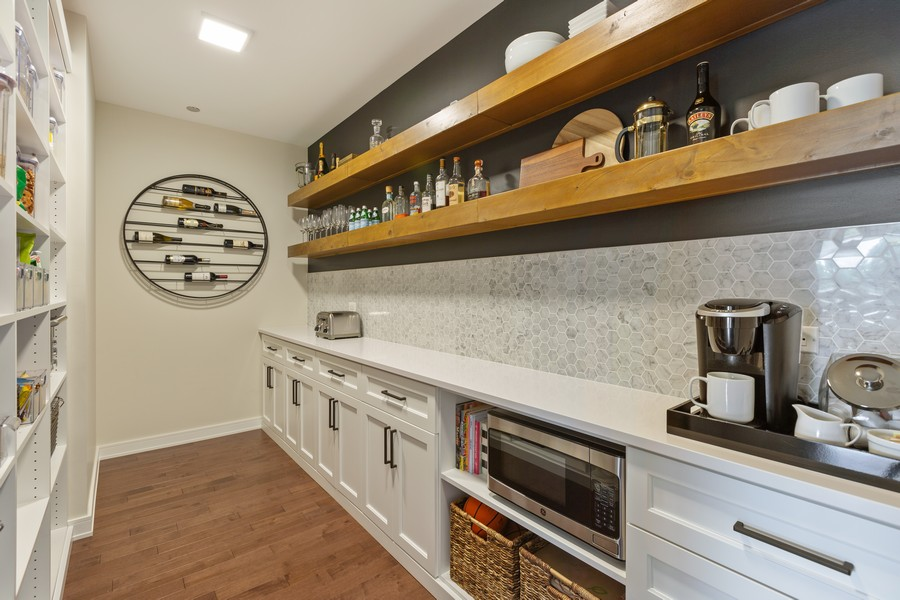 Real Estate Photography - 540 West Webster Ave, 307, Chicago, IL, 60614 - Butler's pantry