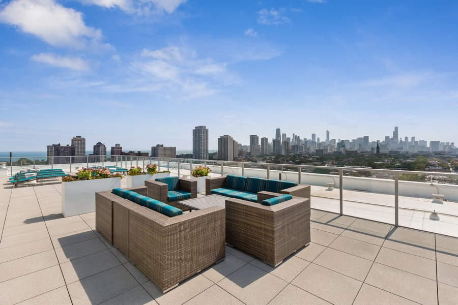 Real Estate Photography - 540 West Webster Ave, 307, Chicago, IL, 60614 - Deck