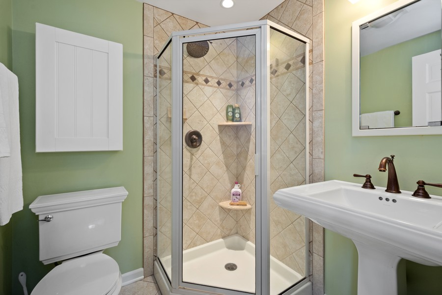 Real Estate Photography - 455 West Sunset Rd, Barrington, IL, 60010 - 3rd Bathroom