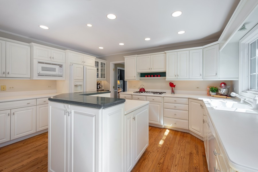 Real Estate Photography - 455 West Sunset Rd, Barrington, IL, 60010 - Kitchen