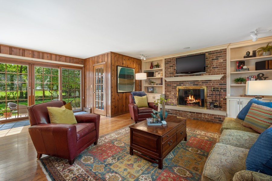 Real Estate Photography - 455 West Sunset Rd, Barrington, IL, 60010 - Family Room