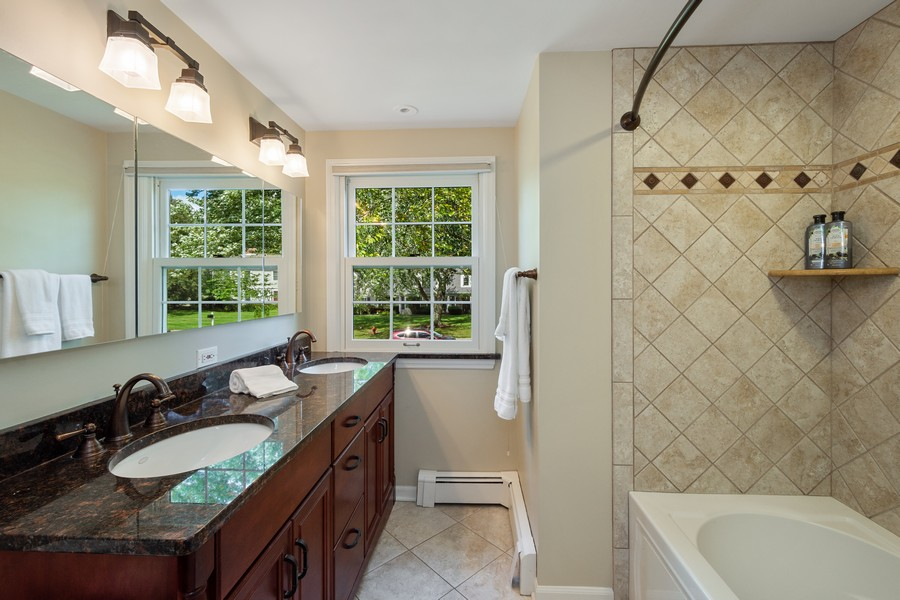 Real Estate Photography - 455 West Sunset Rd, Barrington, IL, 60010 - 2nd Bathroom