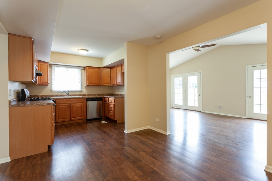 Real Estate Photography - 2990 West Middlebury Ct, Aurora, IL, 60504 - Kitchen
