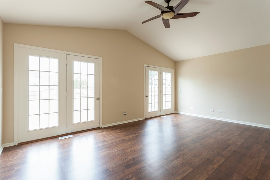 Real Estate Photography - 2990 West Middlebury Ct, Aurora, IL, 60504 - Family Room