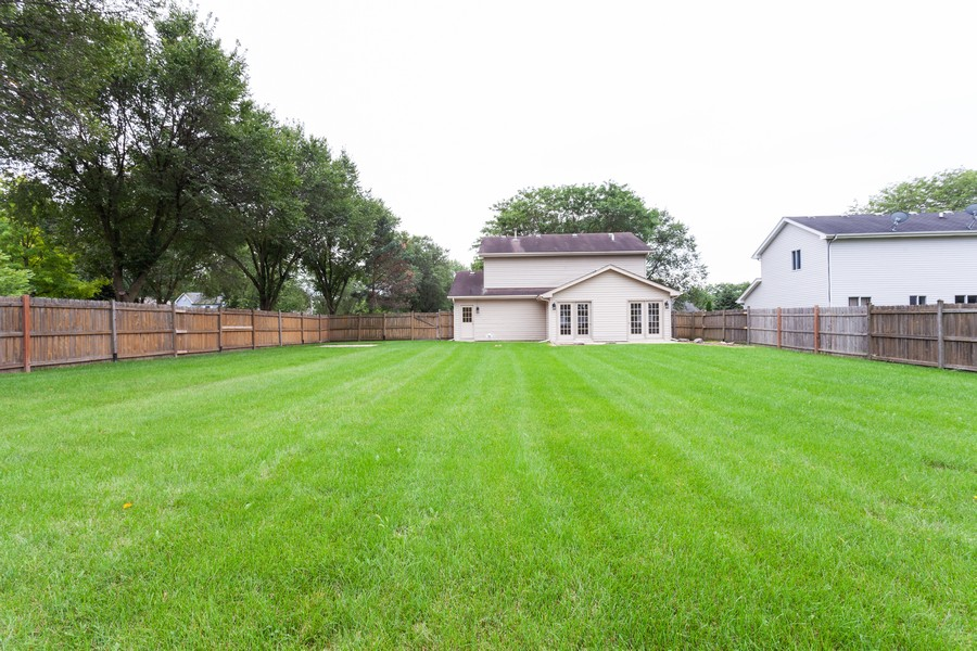 Real Estate Photography - 2990 West Middlebury Ct, Aurora, IL, 60504 - Rear View