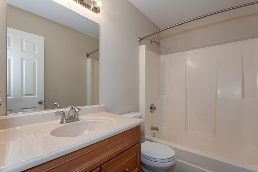 Real Estate Photography - 2990 West Middlebury Ct, Aurora, IL, 60504 - Bathroom