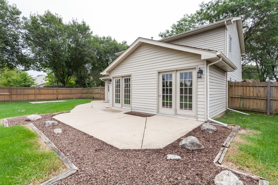 Real Estate Photography - 2990 West Middlebury Ct, Aurora, IL, 60504 - Patio