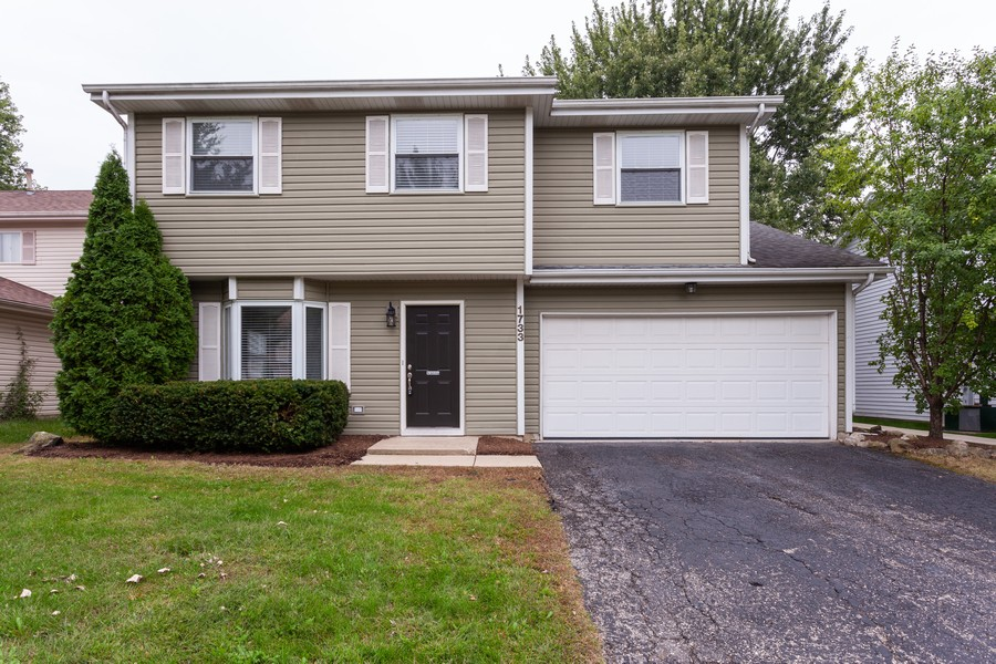 Real Estate Photography - 1733 Cumberland Rd, Aurora, IL, 60504 - Front View