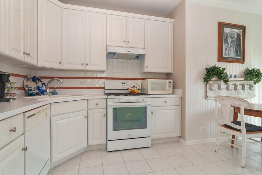 Real Estate Photography - 608 Declaration Ln, Aurora, IL, 60502 - Kitchen