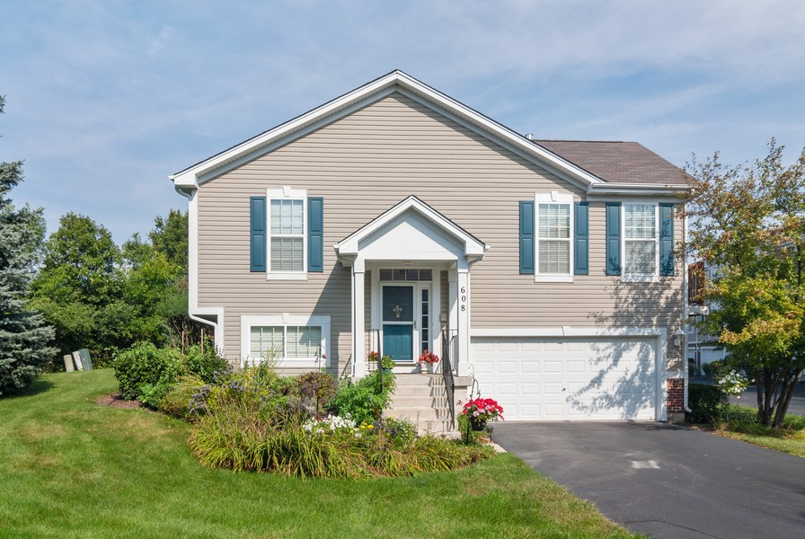 Real Estate Photography - 608 Declaration Ln, Aurora, IL, 60502 - Front View