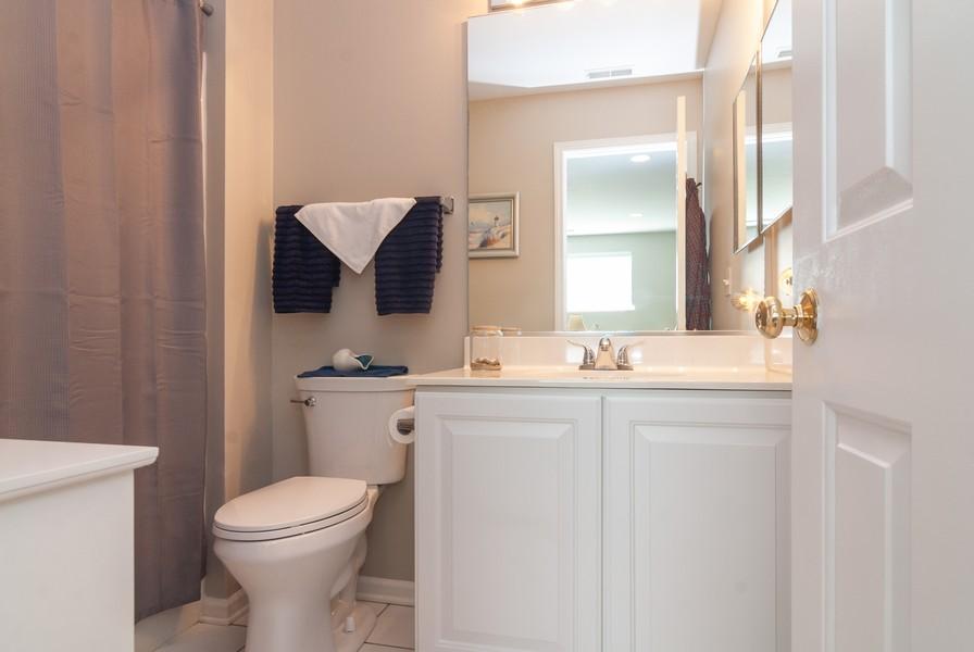 Real Estate Photography - 608 Declaration Ln, Aurora, IL, 60502 - Bathroom