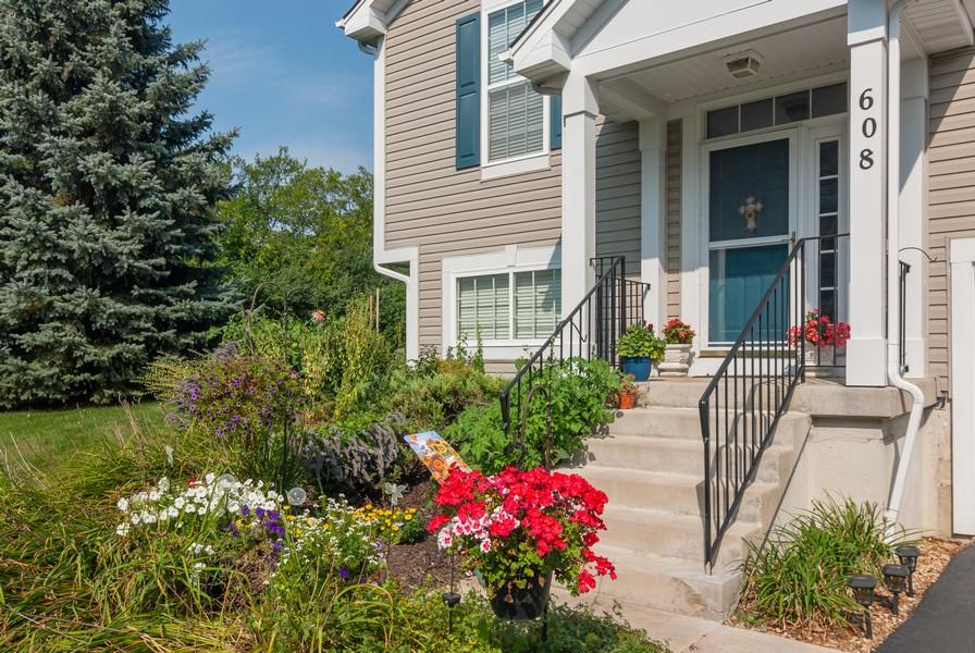 Real Estate Photography - 608 Declaration Ln, Aurora, IL, 60502 - Entryway